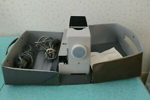 Vintage-1961-Braun-D40-Slide-Projector-and-Assessories