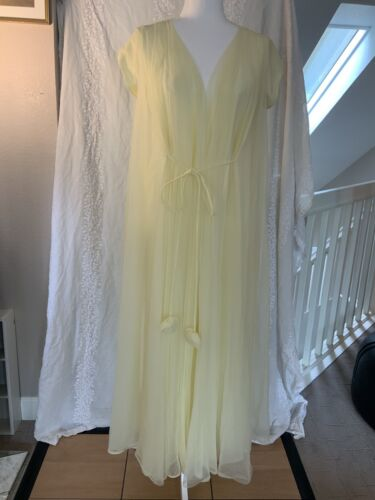 Lucie Ann of Beverly Hills Vintage Hostess Robe - image 1