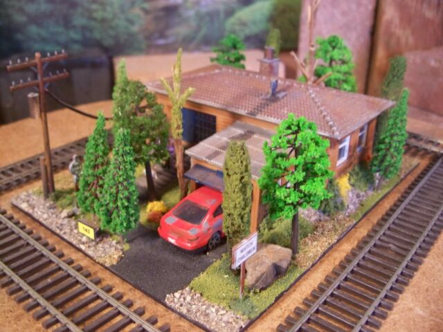 HO DIORAMA CUSTOM WEATHERED BUILT DETAILED BUILDING RANCH HOUSE HOME CAR GARAGE