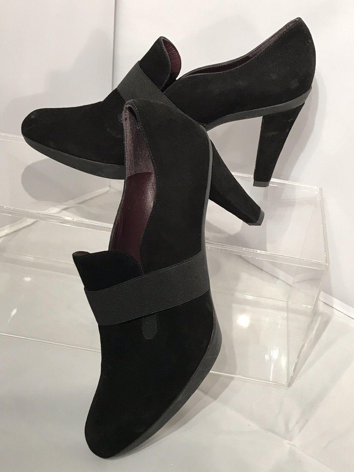 Stuart Weitzman shoes Moc Toe Heels Pumps Black Suede Leather Size  9 NWOB