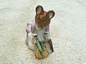 Beatrix-Potter-figurine-Hunca-Munca-Sweeping-F-Warne-Beswick-c-1977