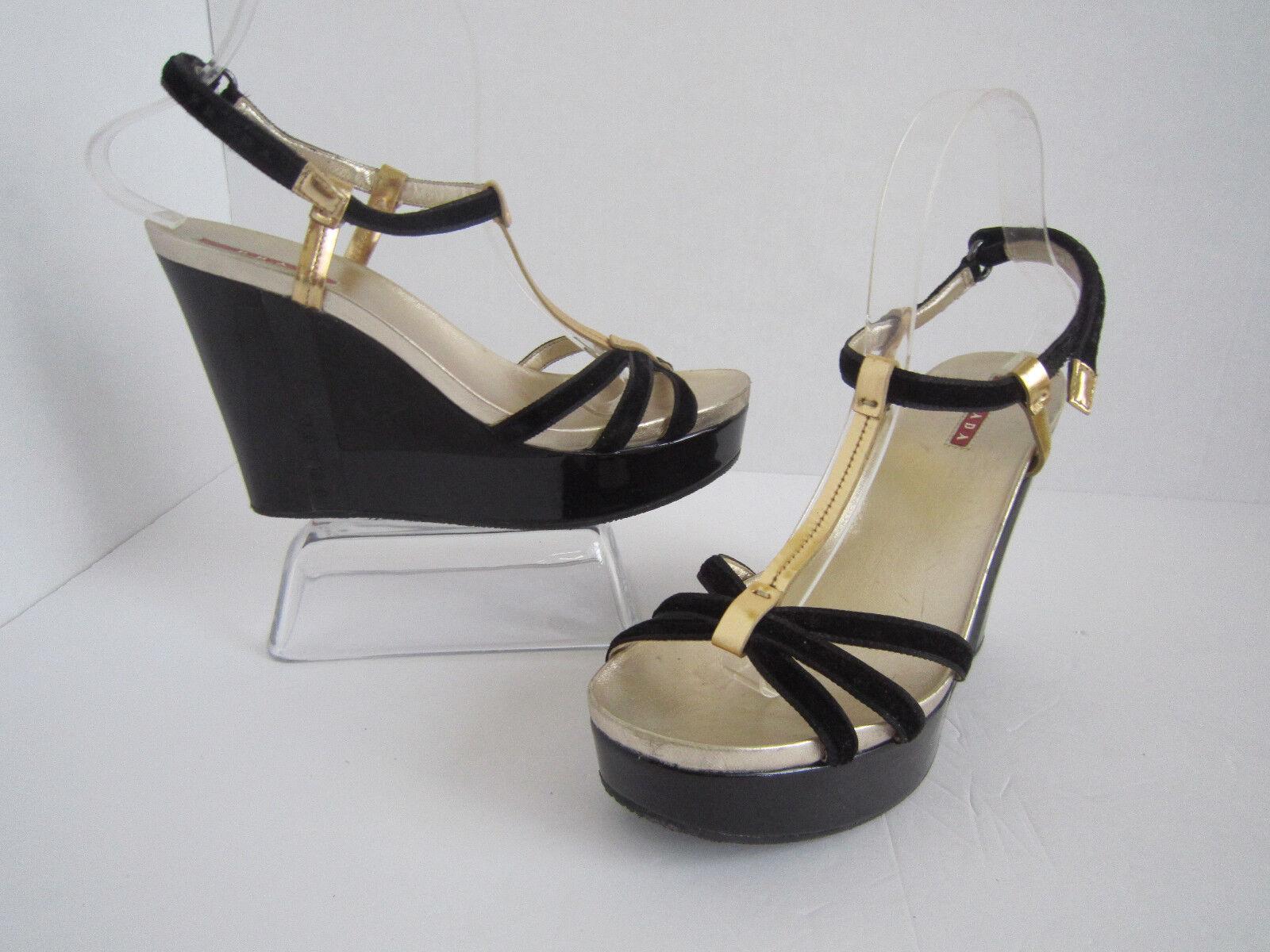 Prada de terciopelo negro oro cuero Patente Cuña Cuña Cuña Deportes Sandalias talla 38 US 8  presentando toda la última moda de la calle