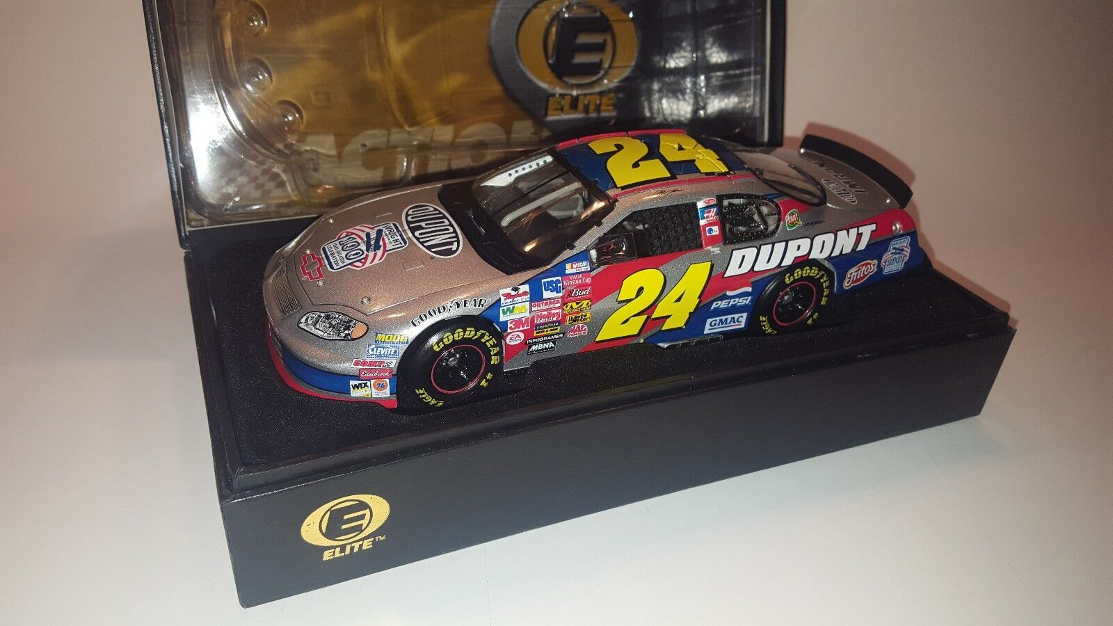 ELITE NIB NASCAR Diecast 1 24 scale collectable car, Jeff Gordon 2003