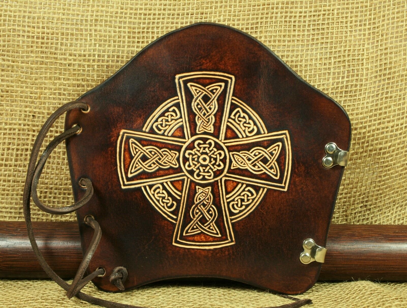 Armschutz arco deporte de cuero marrón cruz cruz cruz céltica bogenstulpe tradicionalmente 8b21df