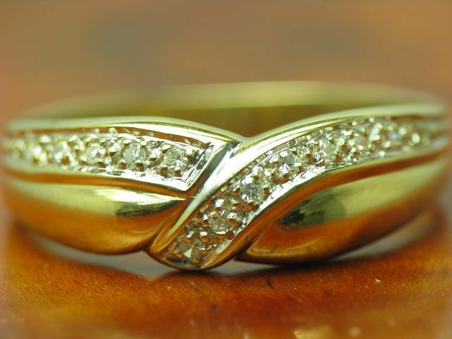 14kt 585 yellowgold Ring mit 0,12ct Diamant Besatz   2,3g   RG 57