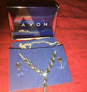Avon Norvina 7-Piece Necklace /& Earring Gift Set