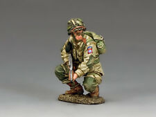 DD286-1 US Paratroopers Crouching Tommy Gunner (82nd Airborne) by King & Country