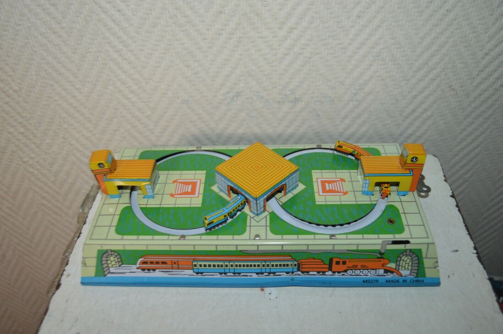 Small circuit train mechanics ms 279 steel vintage 1980 with key 23x10