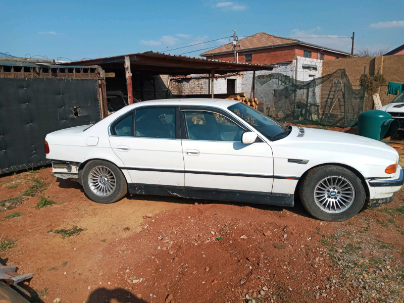 BMW e38 . 740 I stripping for parts with v8 engine