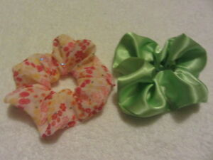 2-Pack-Pair-of-Hair-Scrunchies-Green-Satin-Pretty-Floral-Synthetic