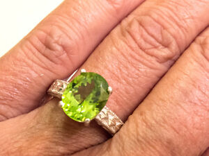 Beautiful-11x9-mm-Large-SS-925-4-15-ct-Sparkling-Peridot-Ring-5-32-gr-Size-7