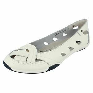 Ladies-Down-to-earth-White-Slip-On-shoe-F3120-UK-SIZE-7