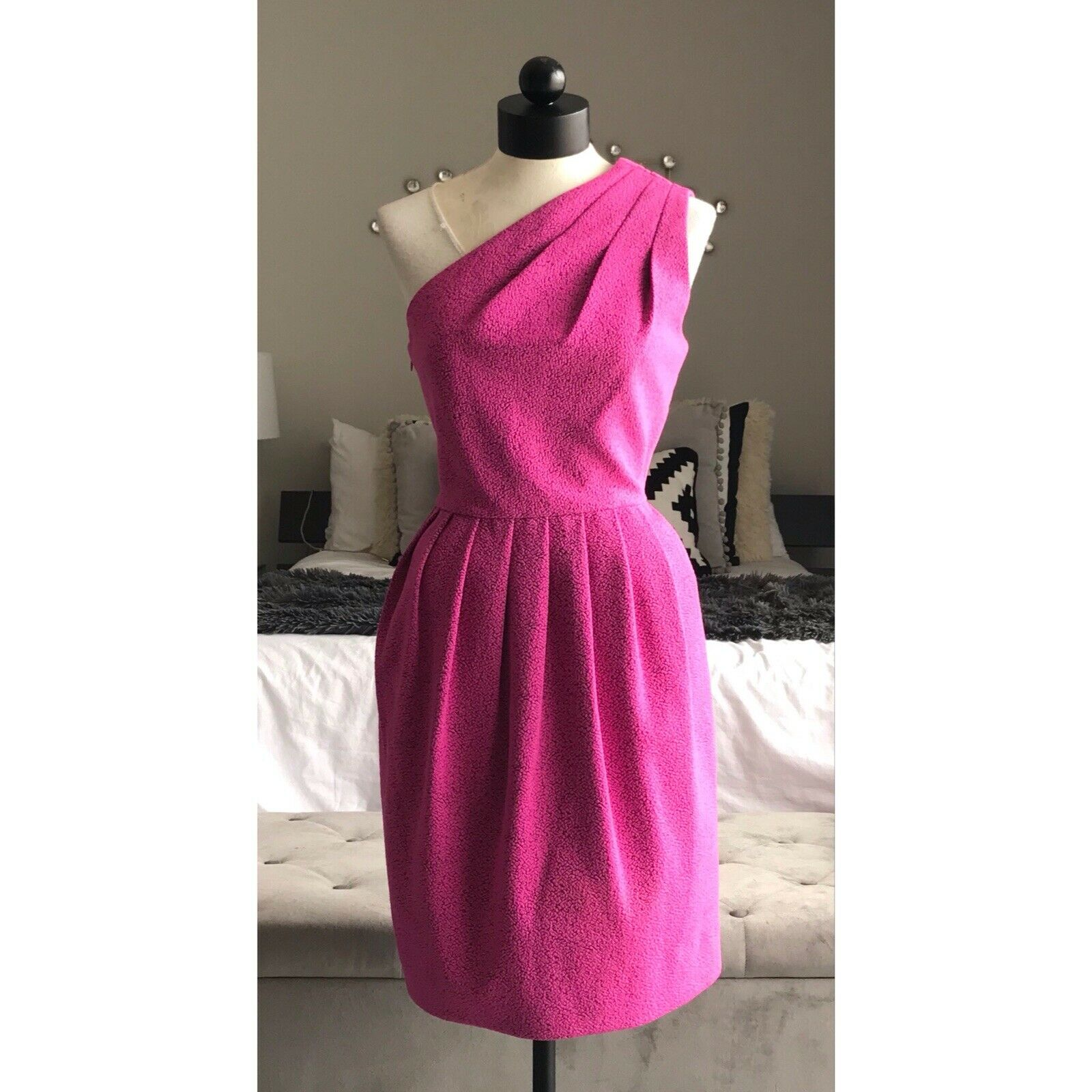 11f8edbd9731 Halston Heritage Women's One-Shoulder Textured Pleated Pink Dress Size 4