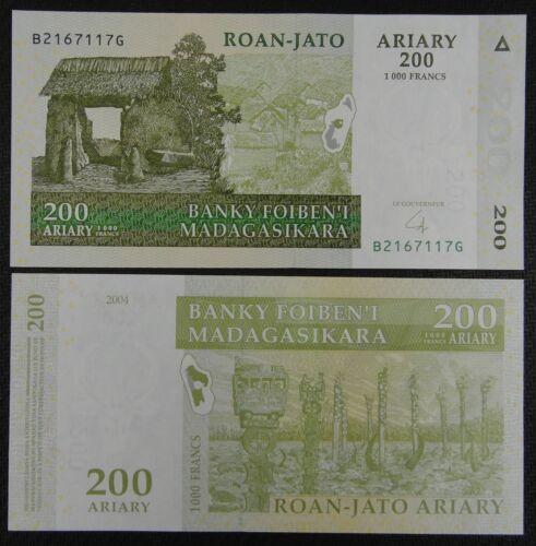 Madagascar Paper Money 200 Ariary 1000 Francs 2004 UNC
