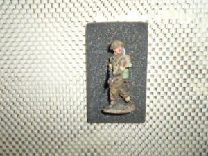King-and-Country-DD165-039-Sergeant-with-Sten-Gun-039-Preowned-British
