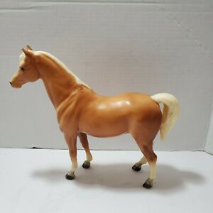 Breyer-Molding-Co-Palomino-Horse-Made-in-USA-Vintage-Preowned-Condition