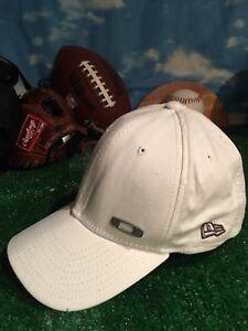 84649f3a1 White Oakley new era small medium flex fit 3930 39thirty hat Cap h43 ...