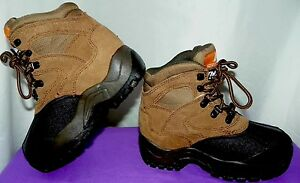 OZARK TRAIL WATERPROOF THINSULATE INSULATION EAGLE BOOTS, Youth size 1