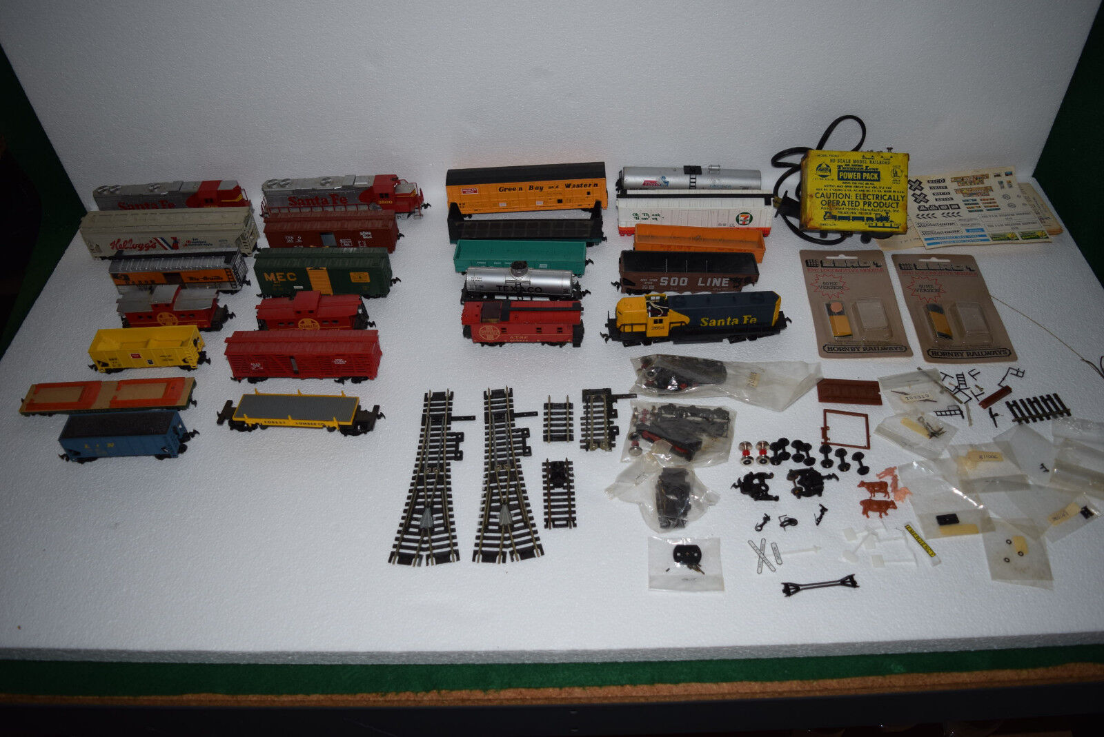 Vintage HO Scale Electric Train Lot - Life Like   Atlas   AHM