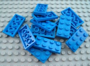 LEGO Lot of 12 Blue 2x2 Building Bricks
