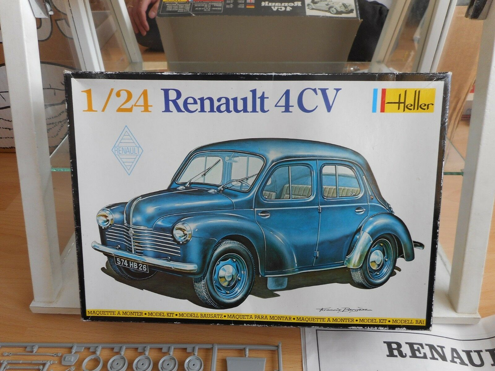 Modelkit Heller Renault 4 TC on 1 24 in Box