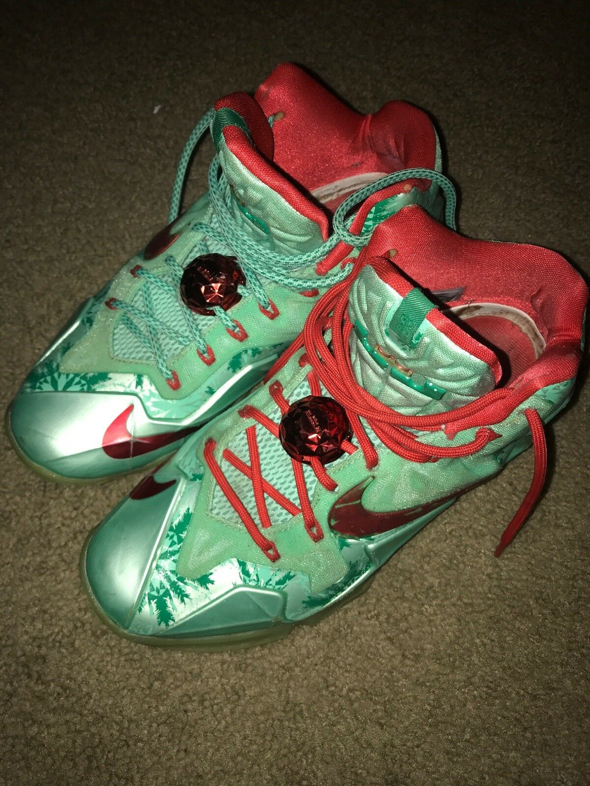 Lebron XI Christmas's Basketball Shoes Green/Red, Size 8.5 U.S.