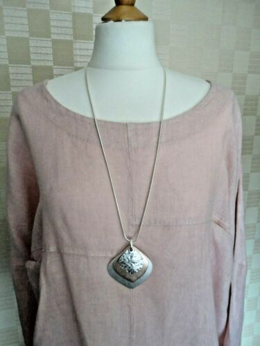BN Pink /& Silver Metallic Pedants On Silver Coloured Chain Lagenlook Necklace