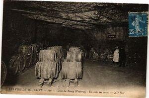 CPA AK Les Vins TOURAINE - Caves du Bourg (Vouvray) Un coin des caves (229650)