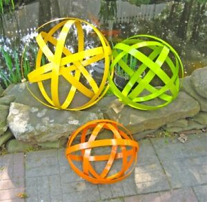 Iron-Garden-Spheres-Colorful-Set-of-3-Garden-Decor