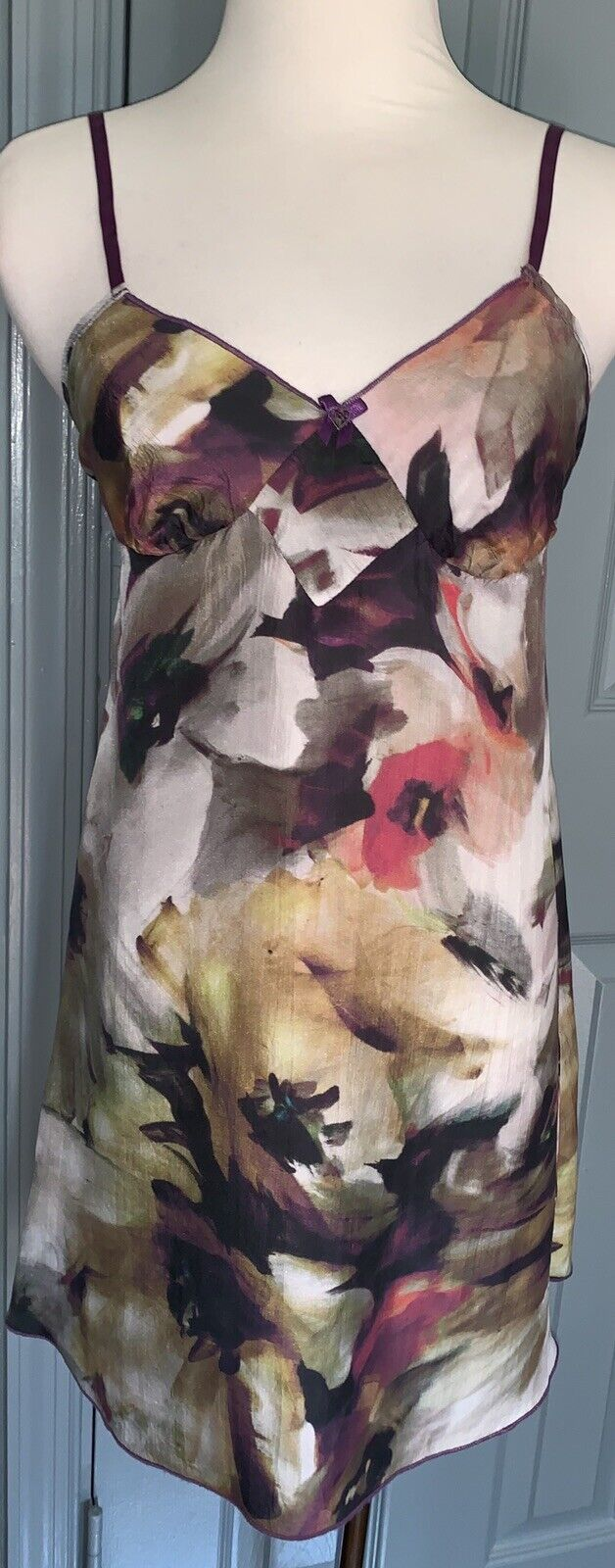 Neiman  Marcus AMULETTE Seda Estampado Floral Camisón. tamaño pequeño  Para tu estilo de juego a los precios más baratos.