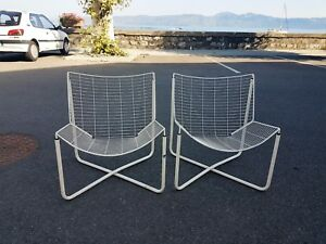Niels-Gammelgaard-Paire-de-fauteuils-chauffeuses-Jarpen-design-chairs