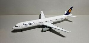 HERPA-WINGS-HE550420-LUFTHANSA-AIRLINES-A321-100-034-DIE-MAUS-034-1-200-SCALE-MODEL