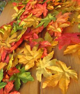 90 x kunterbunte rot gelb grün Herbstblätter Ahorn Blätter Laub Dekoration Deko