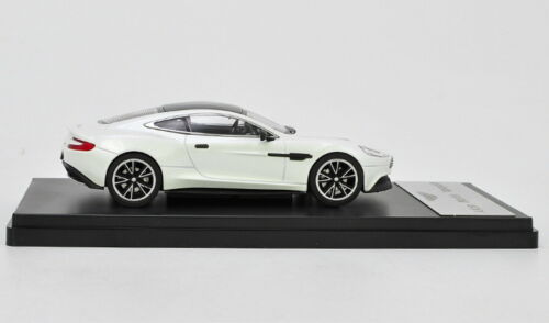 1//43 Aston Martin Vanquish White Diecast Car Model Collection