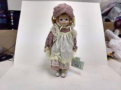 A Dynasty Doll Maggie Porcelaine Avec Support Vintage Blanc Rose Magnifique Highly Polished Poupées Mannequins, Mini Jouets Et Jeux