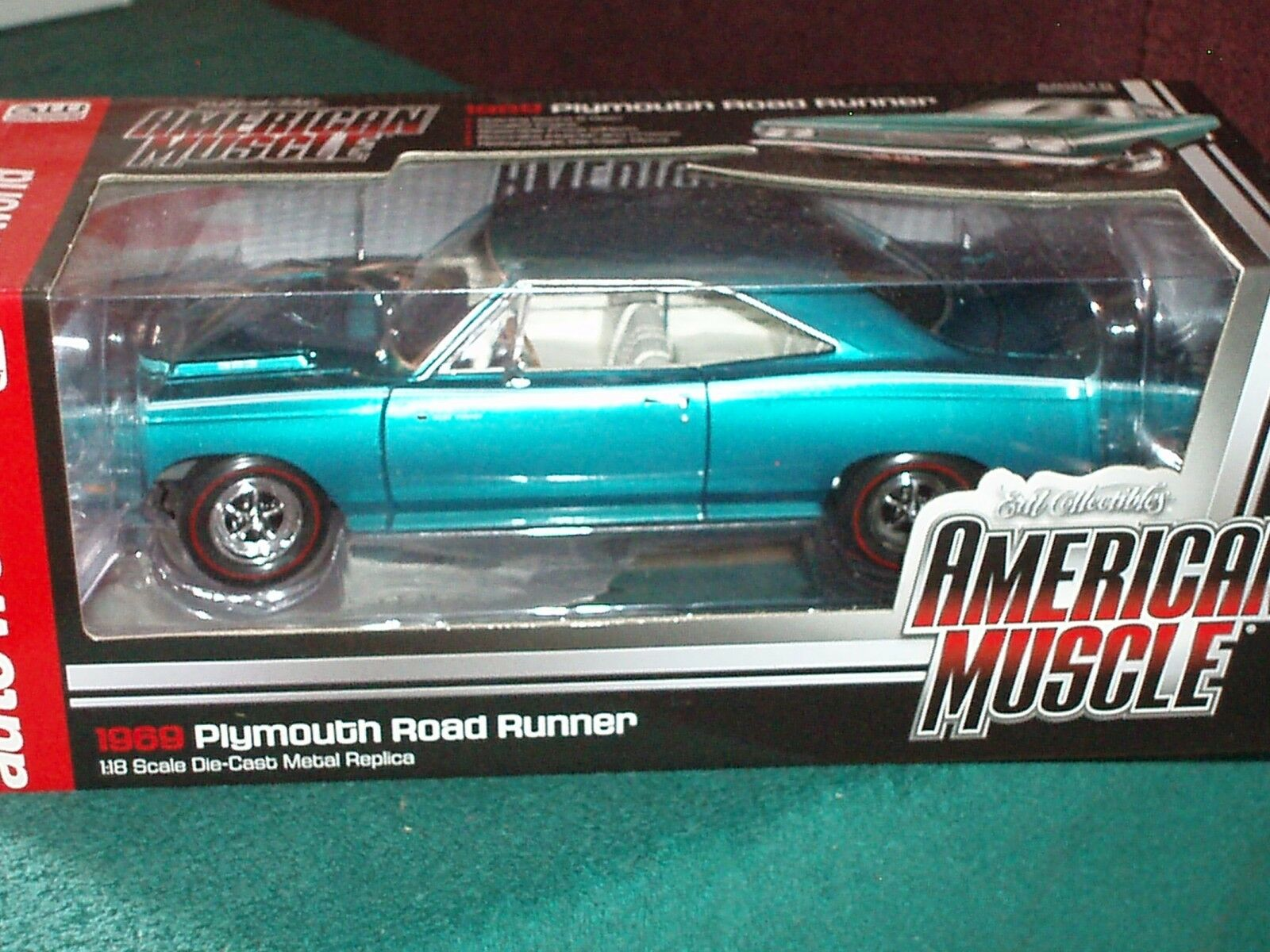 ERTL AUTO WORLD 1969  PLYMOUTH ROAD RUNNER 1 18