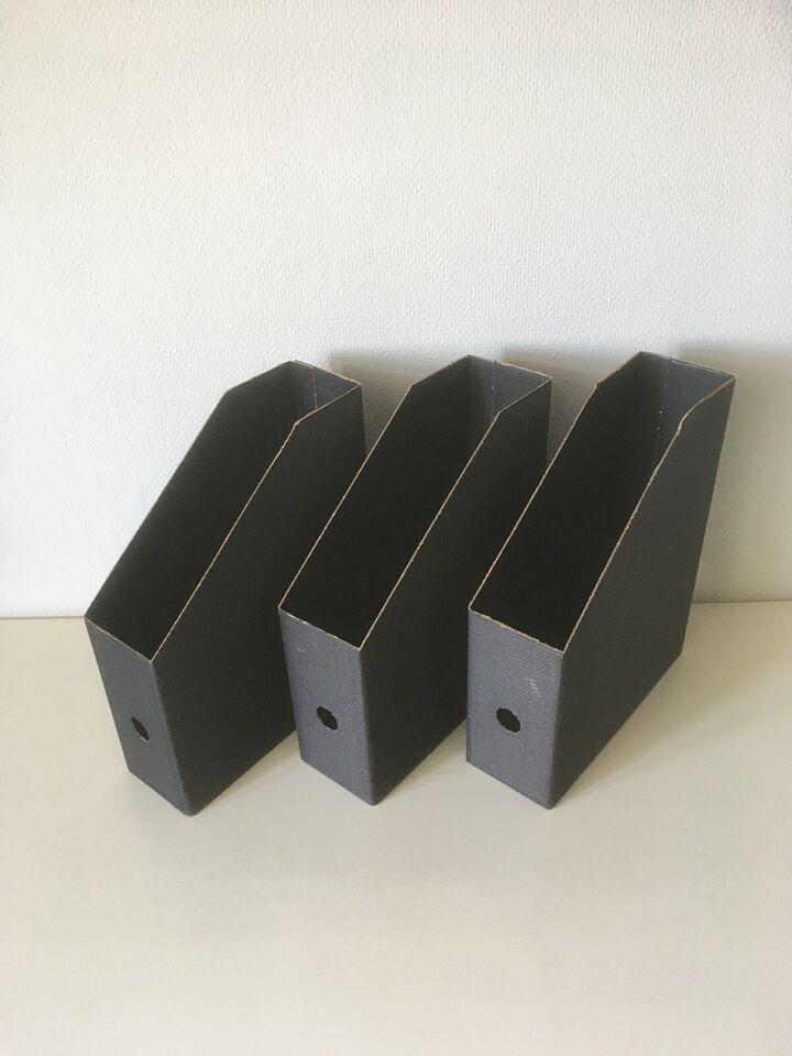 3 Tidsskriftholdere i sort pap. Samlet pris 20...