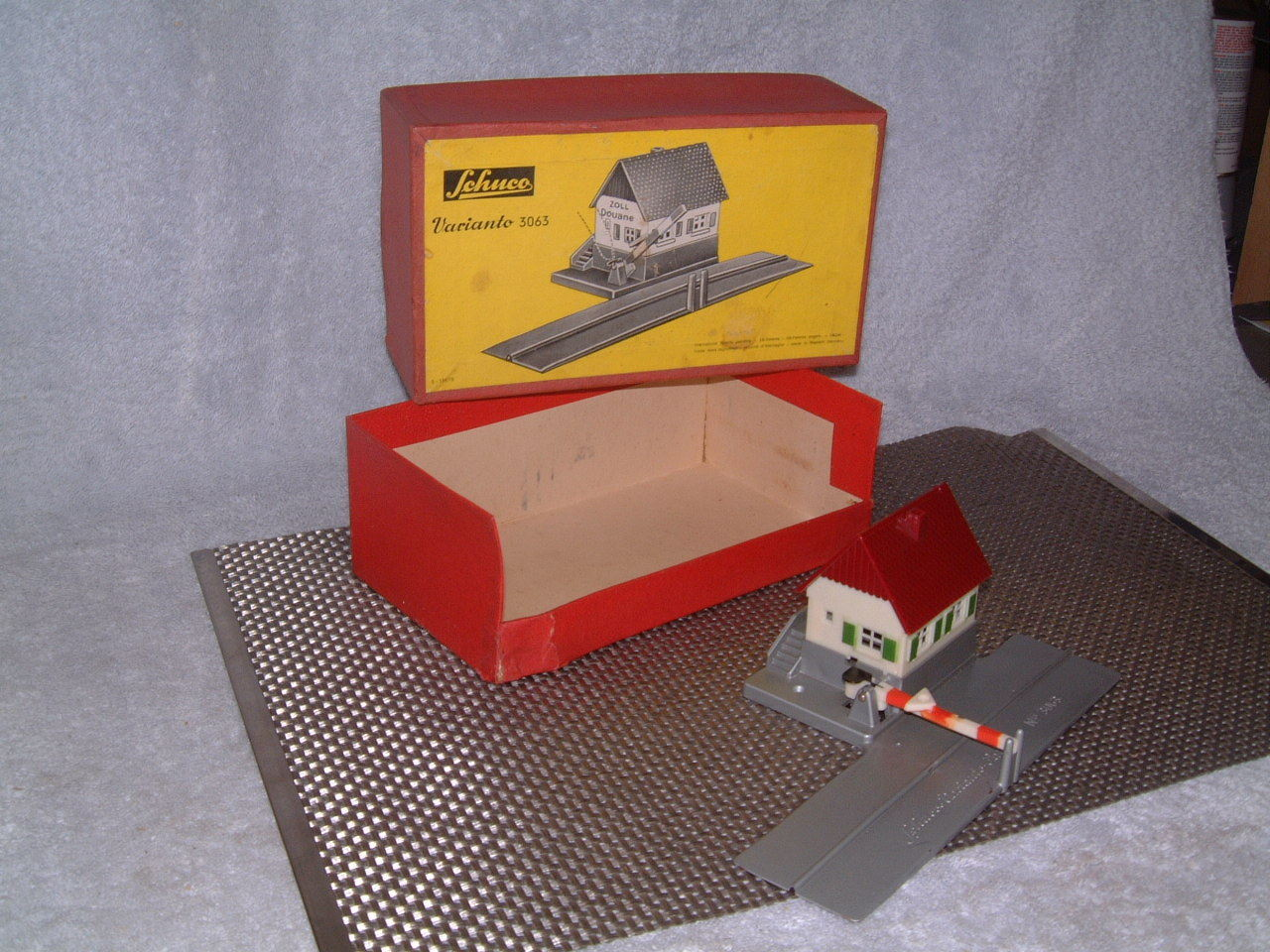 SCHUCO VARIANTO W. GERMANY, 3063  MANUALLY OPERATED TOLL HOUSE W ORIGINAL BOX