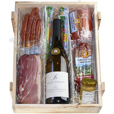 Schwarzwald Holzkiste - Weißwein in Kiste mit Wurst und Schinkenspezialitäten