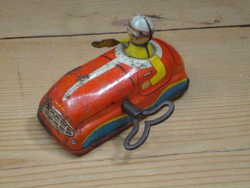 Vintage Tin Wind Up Car With Driver Registration HK-568 And Key Collectable E6