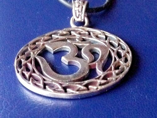 Details about  /HANDCRAFTED SOLID STERLING SILVER 35mm ROUND FILIGREE OM INDIAN PENDANT £29.95