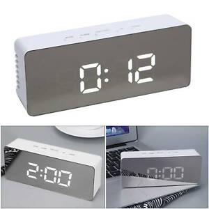 Digital Wecker Tischuhr LCD Alarmwecker Temperatur Anzeige Kalender Uhren Dekor