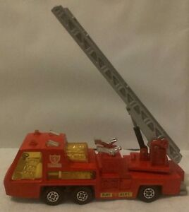 MATCHBOX-MACCHININA-K-9-FIRE-TENDER-SUPER-KNGS-LESNEY-1972