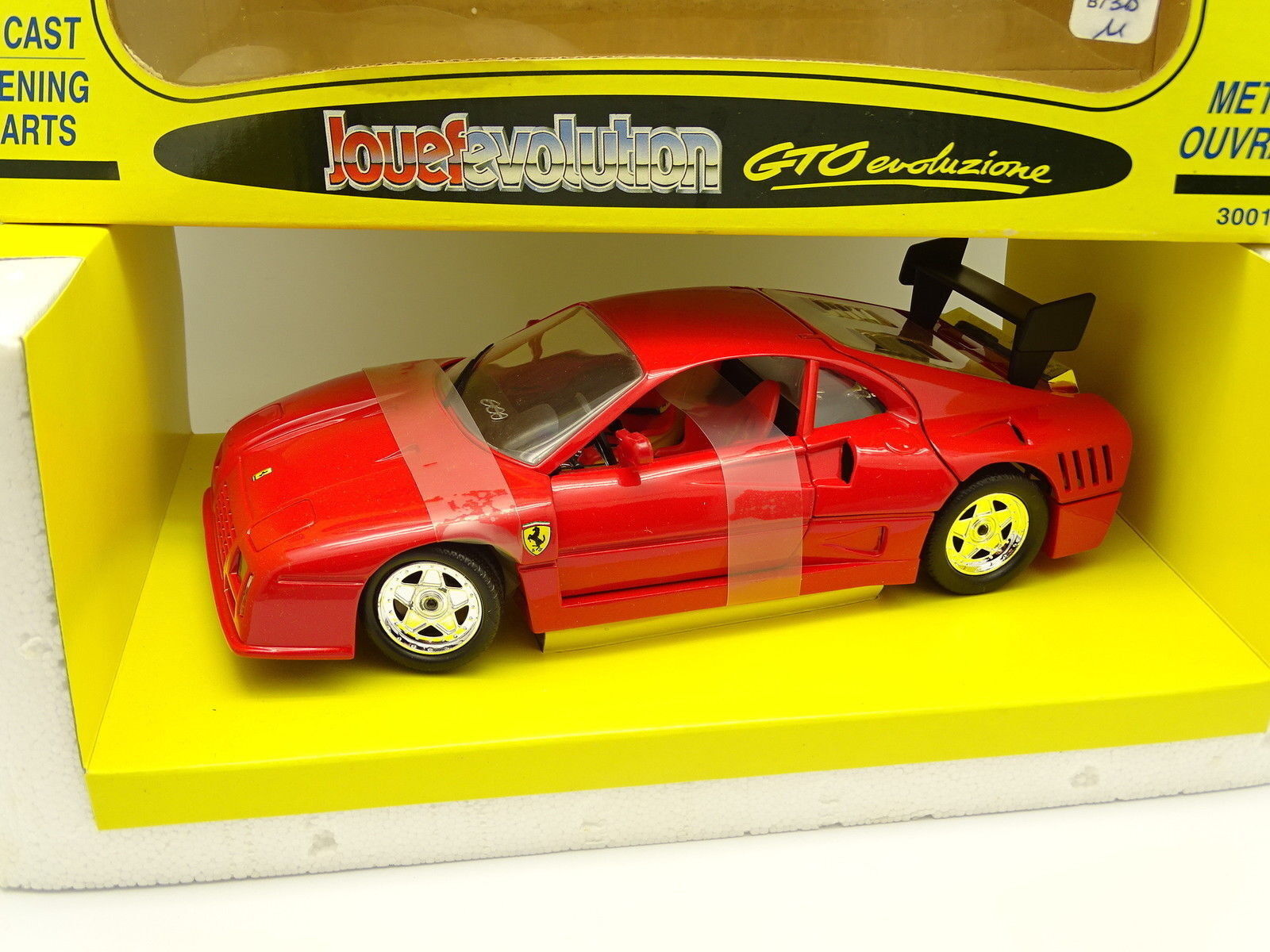 Evolución Izquierda 1 18 - Ferrari GTO Evoluzione rojo
