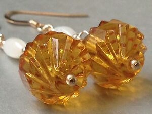 Vintage-Exquisite-Twisted-Carved-Amber-Glass-amp-Oval-MOP-14ct-RG-Earrings