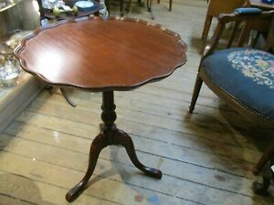 Vintage-Mahogany-Chippendale-Style-Pie-Crust-Lamp-Table