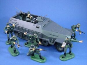 BRITAINS-SUPER-DEETAIL-WWII-German-Infantry-Halftrack-Set-8-Pieces-FREE-SHIP