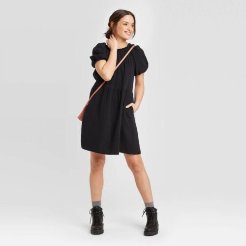 564464 NWT Universal Thread Women/'s Short Sleeve Smocked Gauze Shift Dress