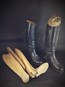 Ancienne-paire-d-embauchoir-XIXeme-a-boucles-et-bottes-d-equitation-en-cuir
