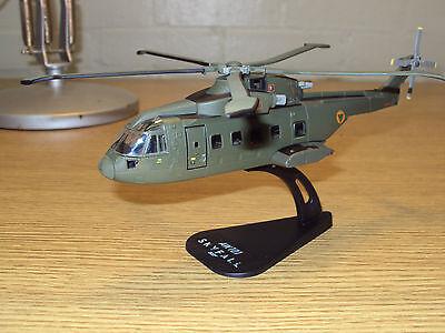 AW101 Helicopter MODEL 1//100 /& Stand Italeri Model SKYFALL 007 JAMES BOND